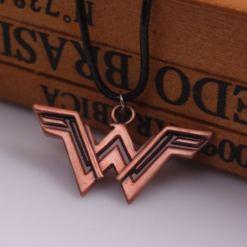 20 Adet/grup Justice League Superhero Wonder Woman Kolye Deri Halat Zincir ile Wonder Woman W Logo Kolyeler ve kolye